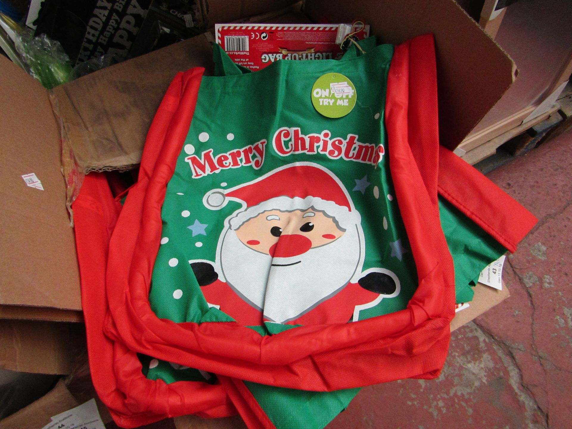 Lot 42 - 12x Merry Christmas bags, all new. Each RRP £3