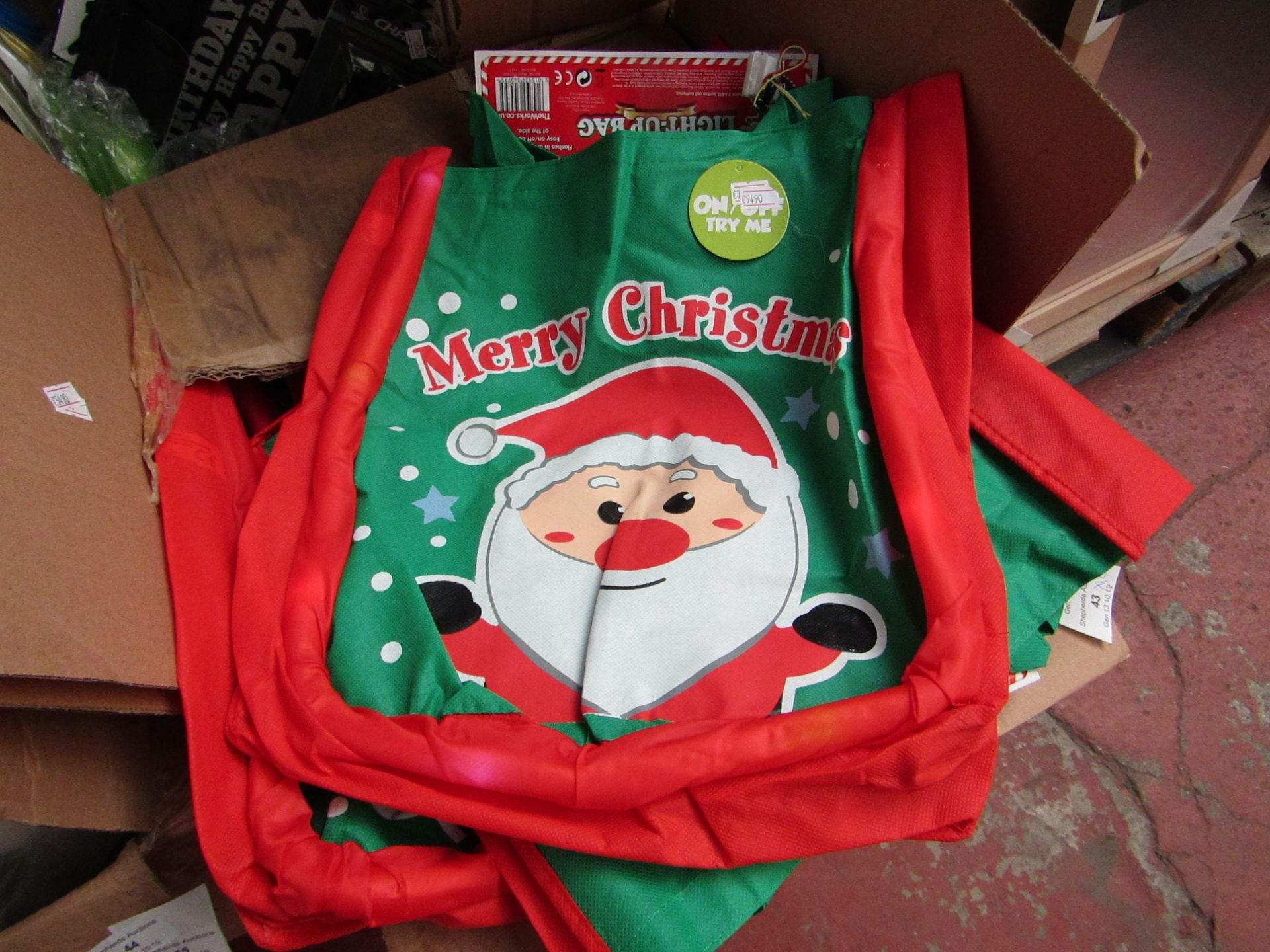 Lot 43 - 12x Merry Christmas bags, all new. Each RRP £3