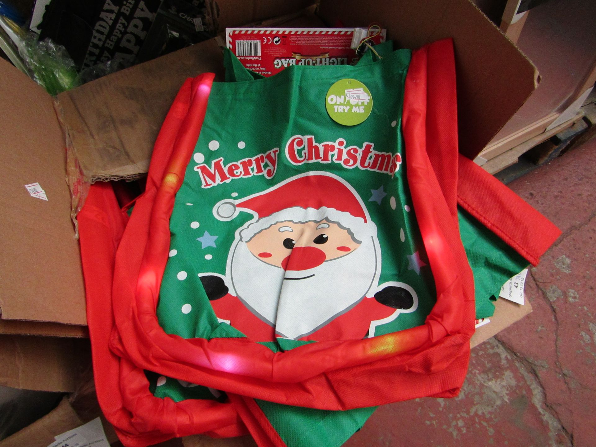 Lot 41 - 12x Merry Christmas bags, all new. Each RRP £3
