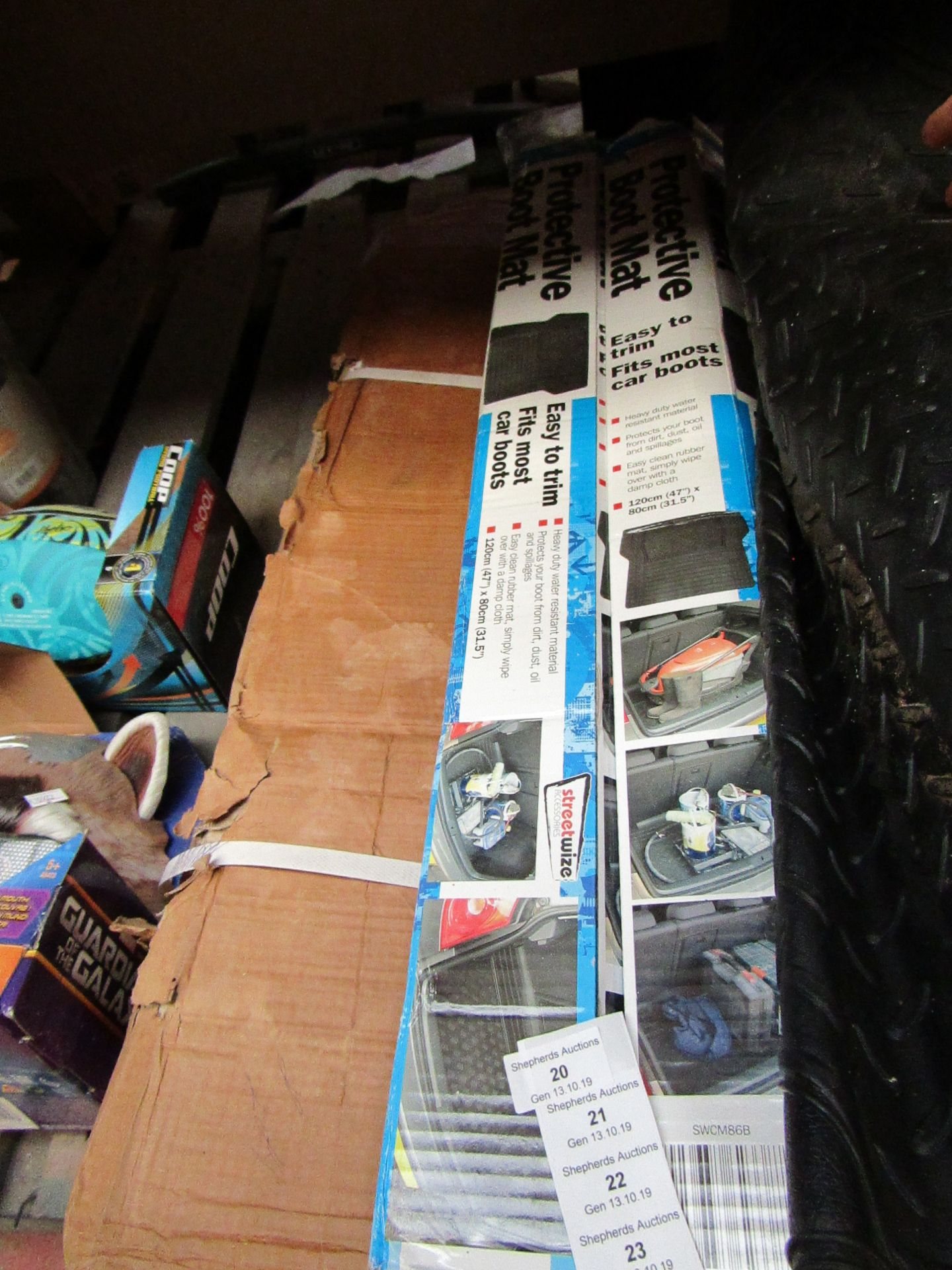 Lot 22 - Streetwize easy trim universal boot mat, unchecked and boxed.