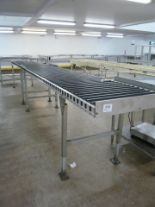 Lot 026 - Gravity roller conveyor tables