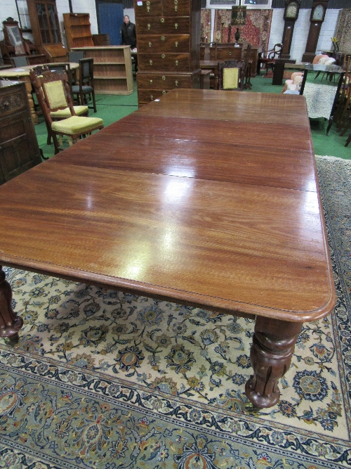 Lot 91 - Victorian mahogany extending dining table on 6 decorative turned & reeded legs to castors, c/w 3