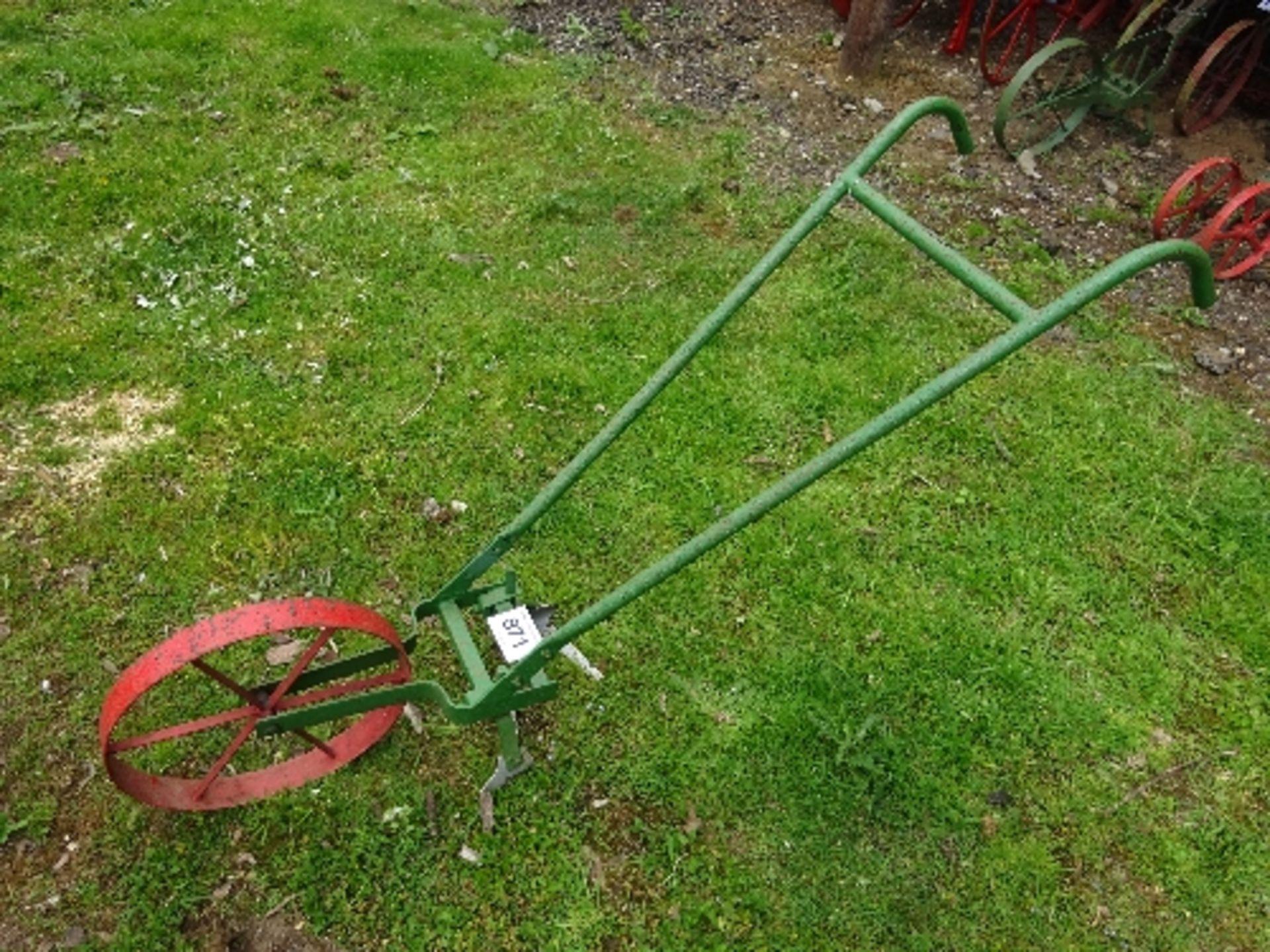 Lot 871 - Single row weeder