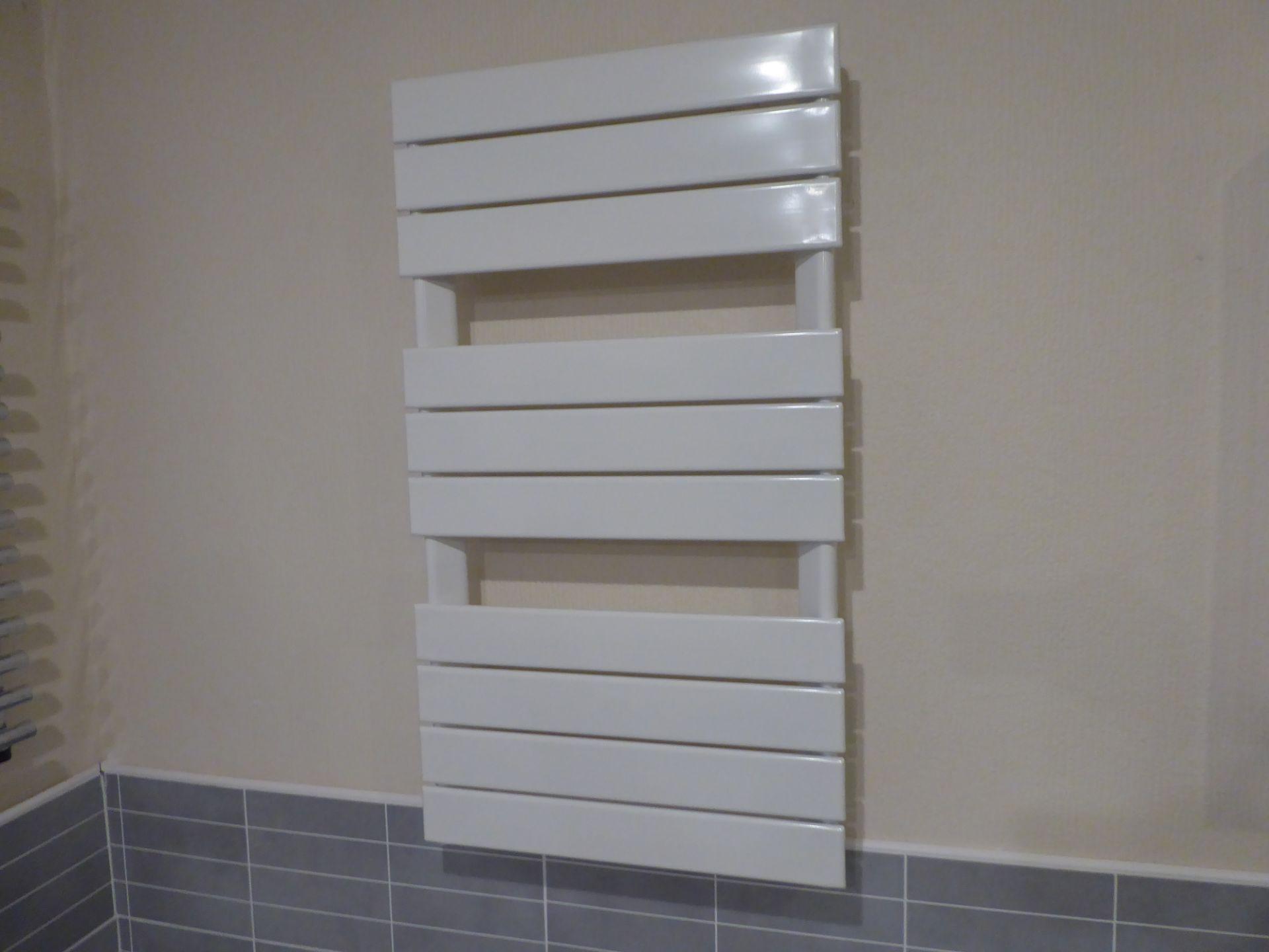 Lot 10 - Myson flat towel rail in White, 800mmx500mm