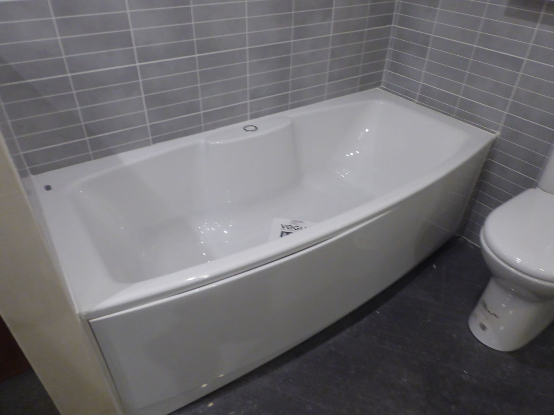 Lot 8 - Roca Senso bow fronted double ended bath, 1700mmx800mm max