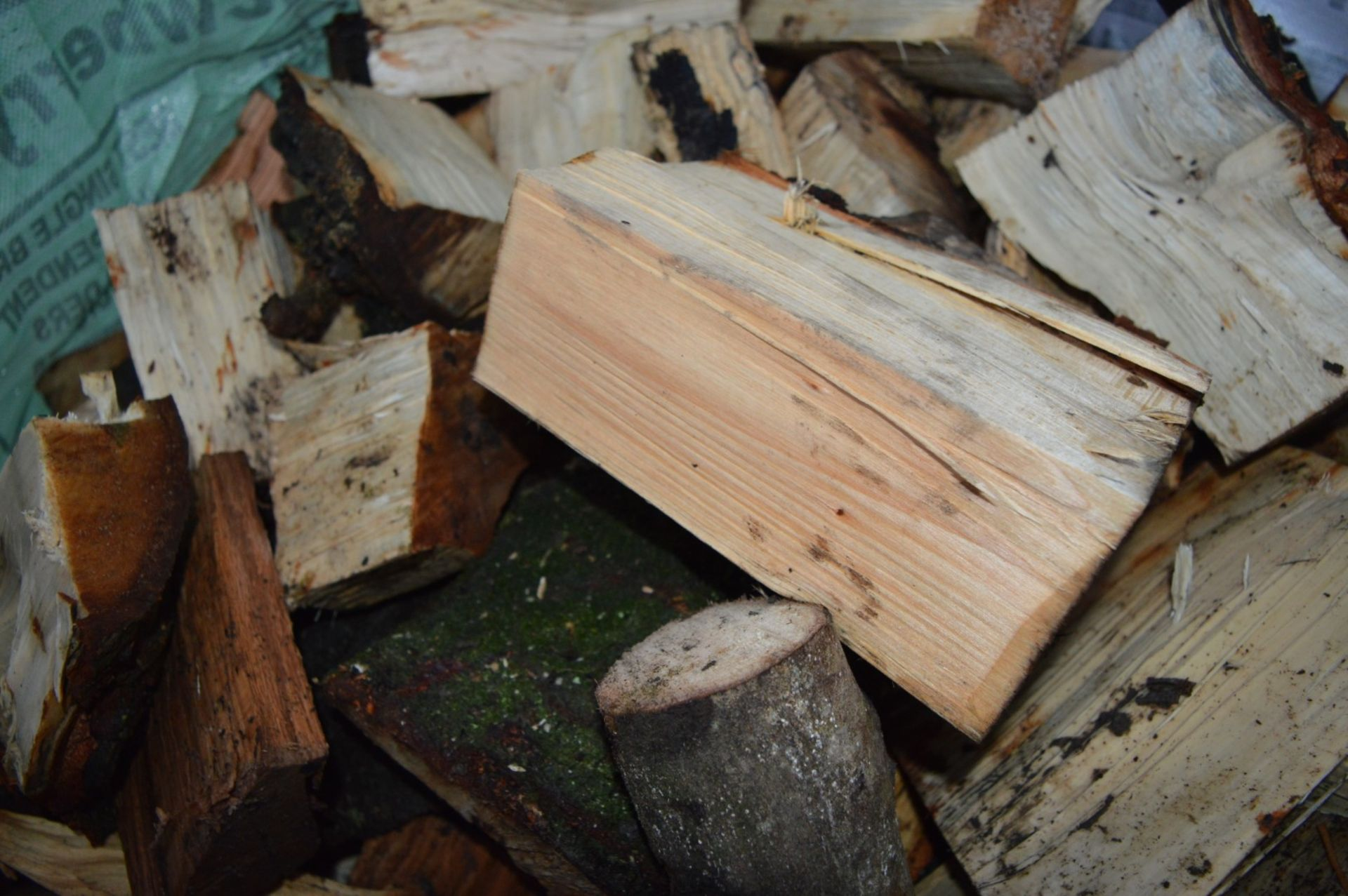 Lot 34 - 4 x Large Builders Sacks of FIREWOOD Chopped Logs- CL351 - Location: Chorley PR6You will receive