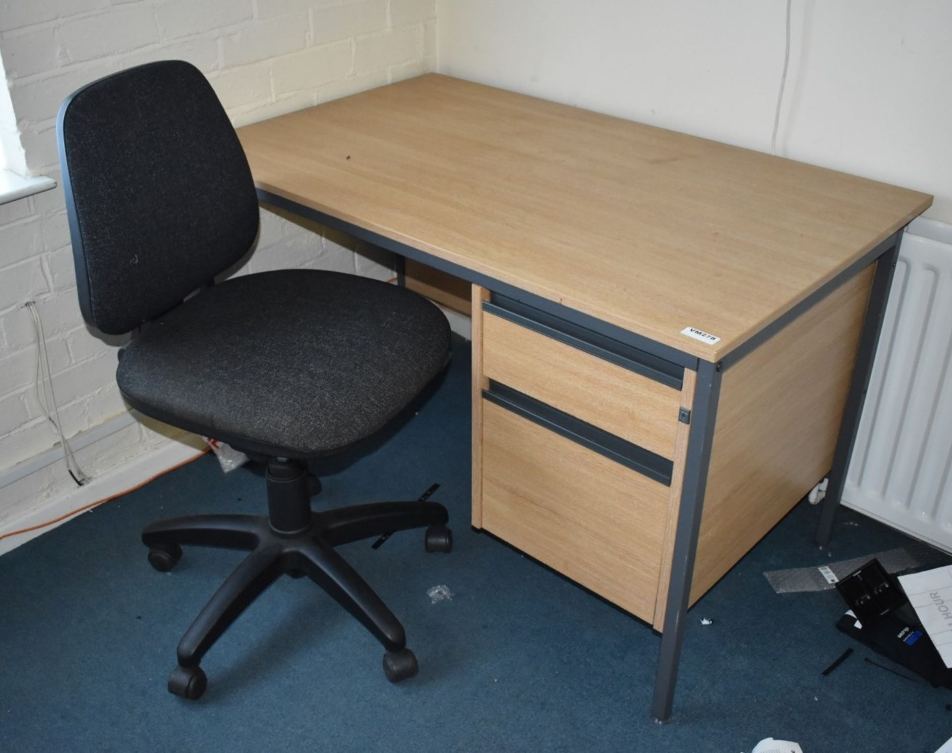 Lot 43 - 1 x Assorted Collection of Office Furniture to Include Office Desk With Integral Drawers, Swivel