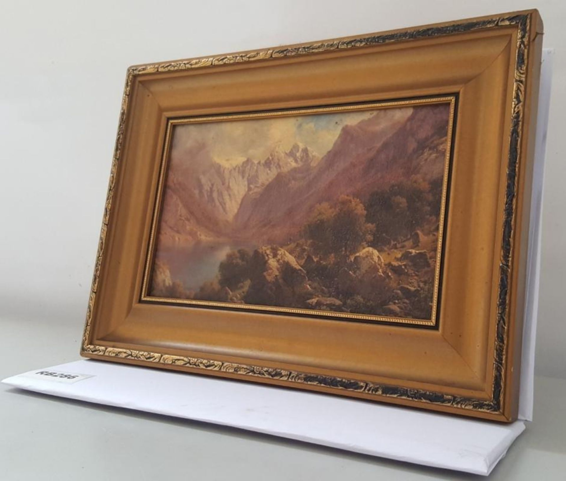 Lot 2698 - 1 x Lake Surrounded By Mountains Painting In A Antique Frame - Ref RB286 E - Dimensions: L33/H23cm -