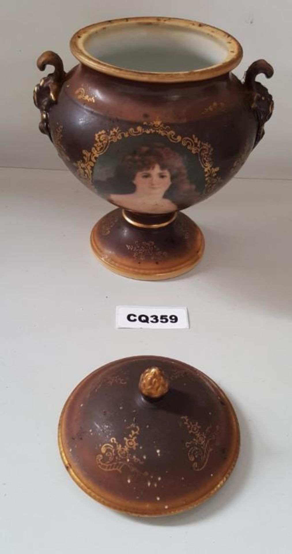 Lot 7346 - 1 x Antique Porcelain Urn With A Womens Portrate On Front - Ref CQ359 E - Dimensions: H21/L15cm - CL