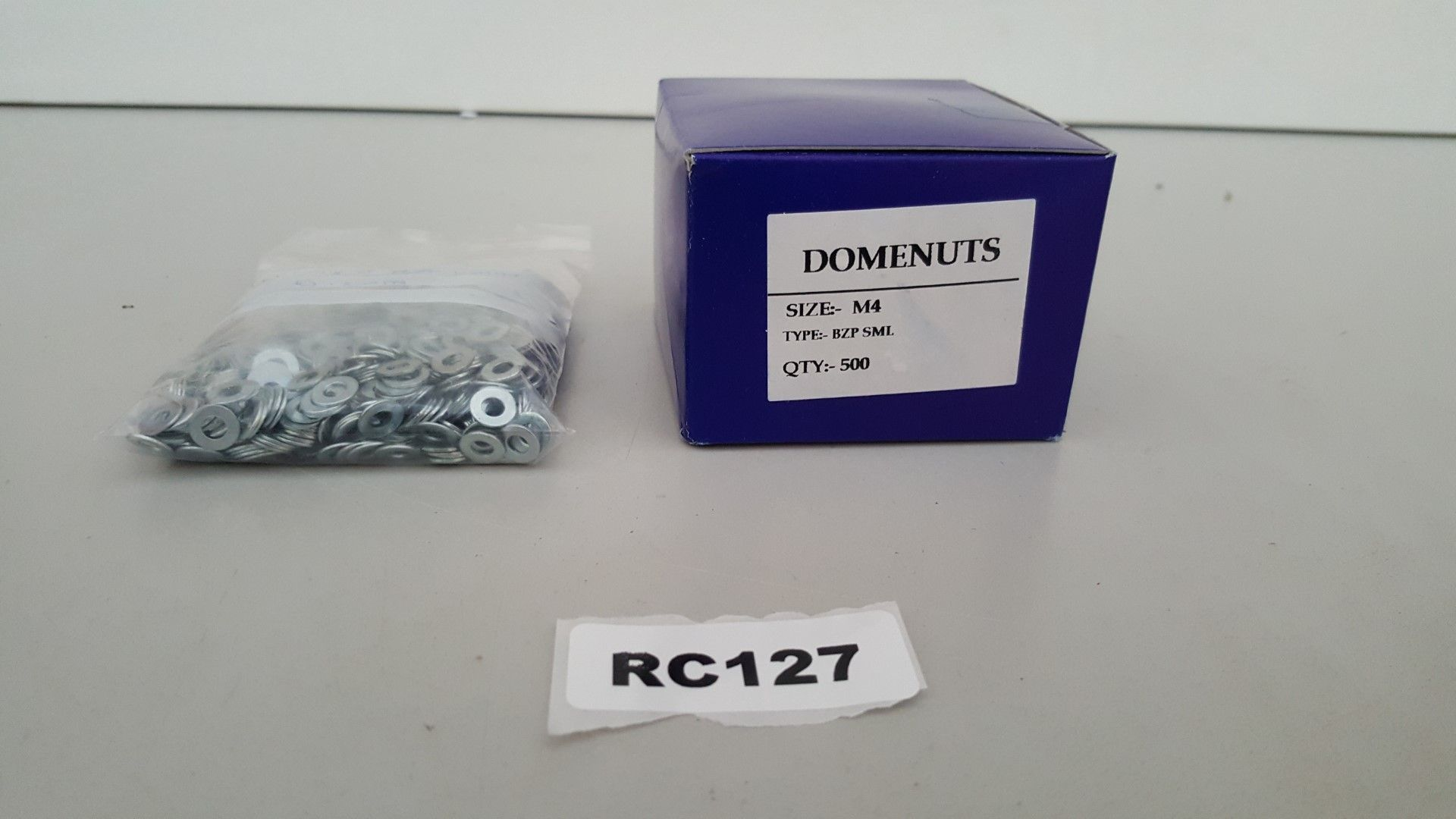 Lot 6804 - 1 x Domenuts M4 Approximately 500 And FLAT WASHERS M4 Approximately 500 - Ref RC127 - CL011 - Locat