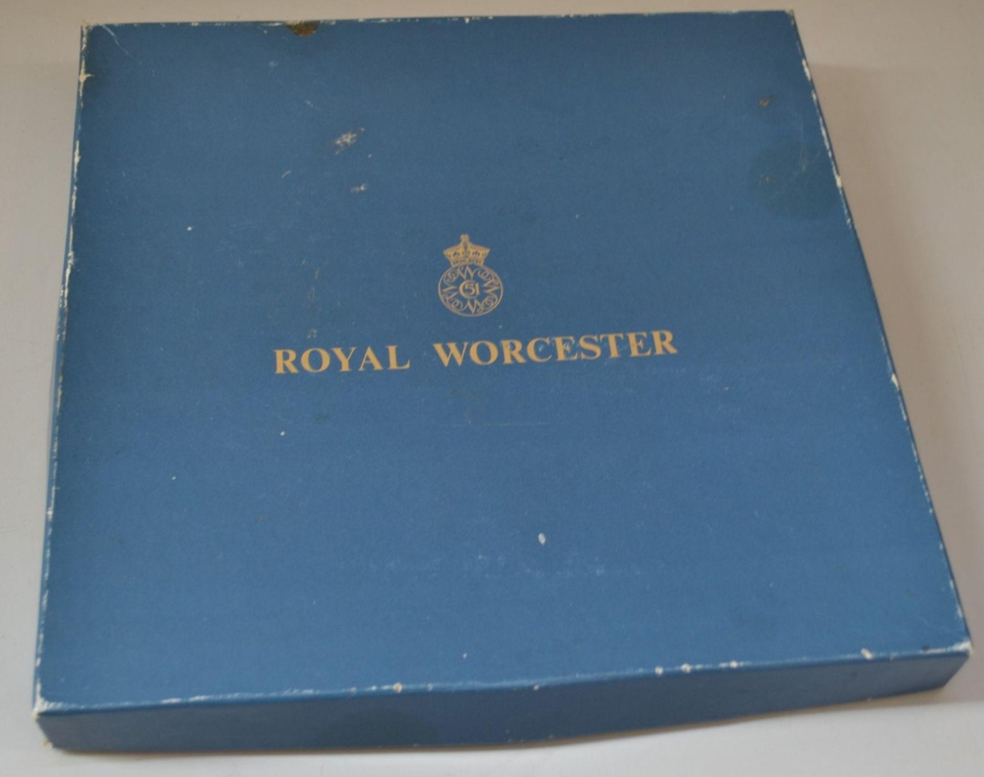 Lot 7402 - 1 x Royal Worcester Plate - Ref J2153 - CL314
