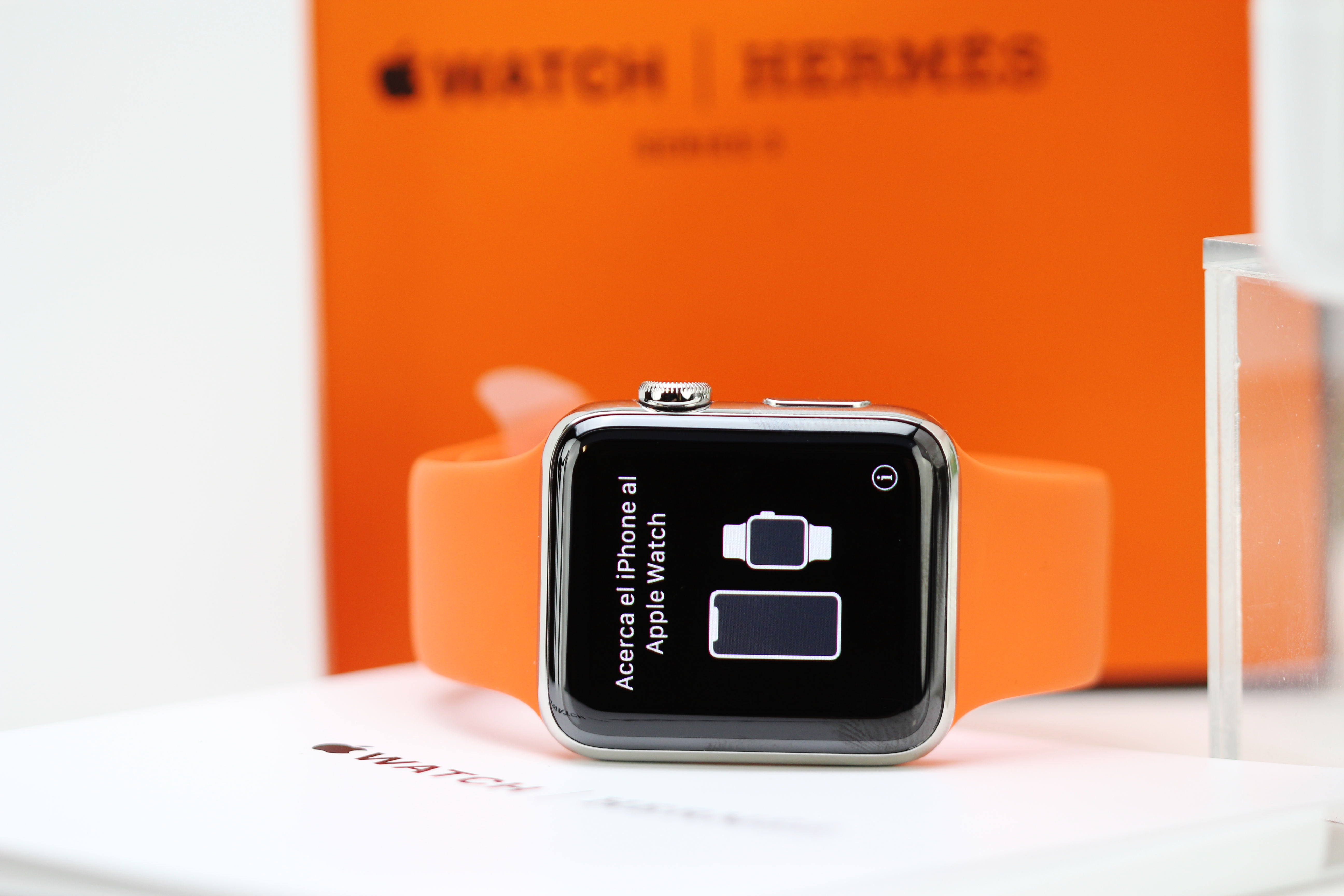 Lot 3 - Hermes Apple Watch- Series 3 Edition,