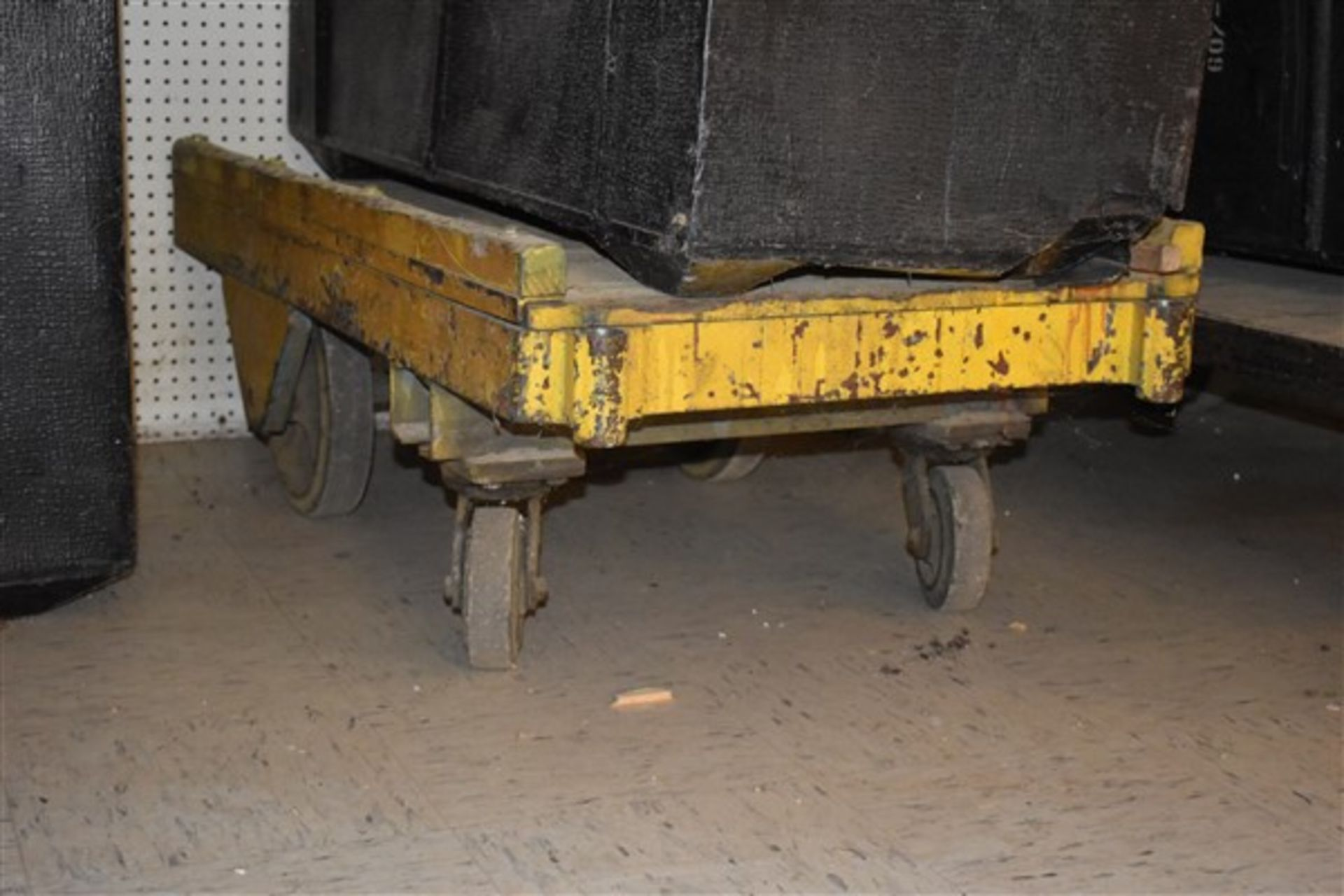 Lot 346 - 3 Shipping Containers & 2 Industrial Carts
