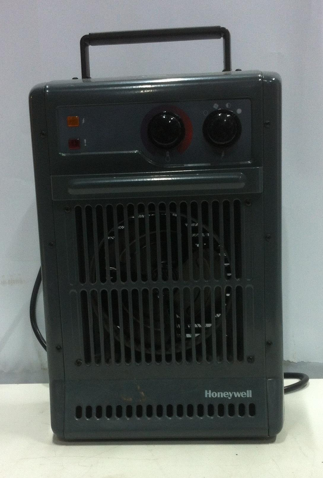 Lot 29 - Honeywell CZ-210 2.5KW Power Heater