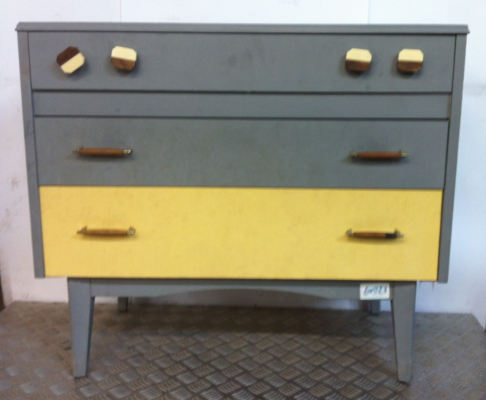 Lot 17 - Chest of Drawers