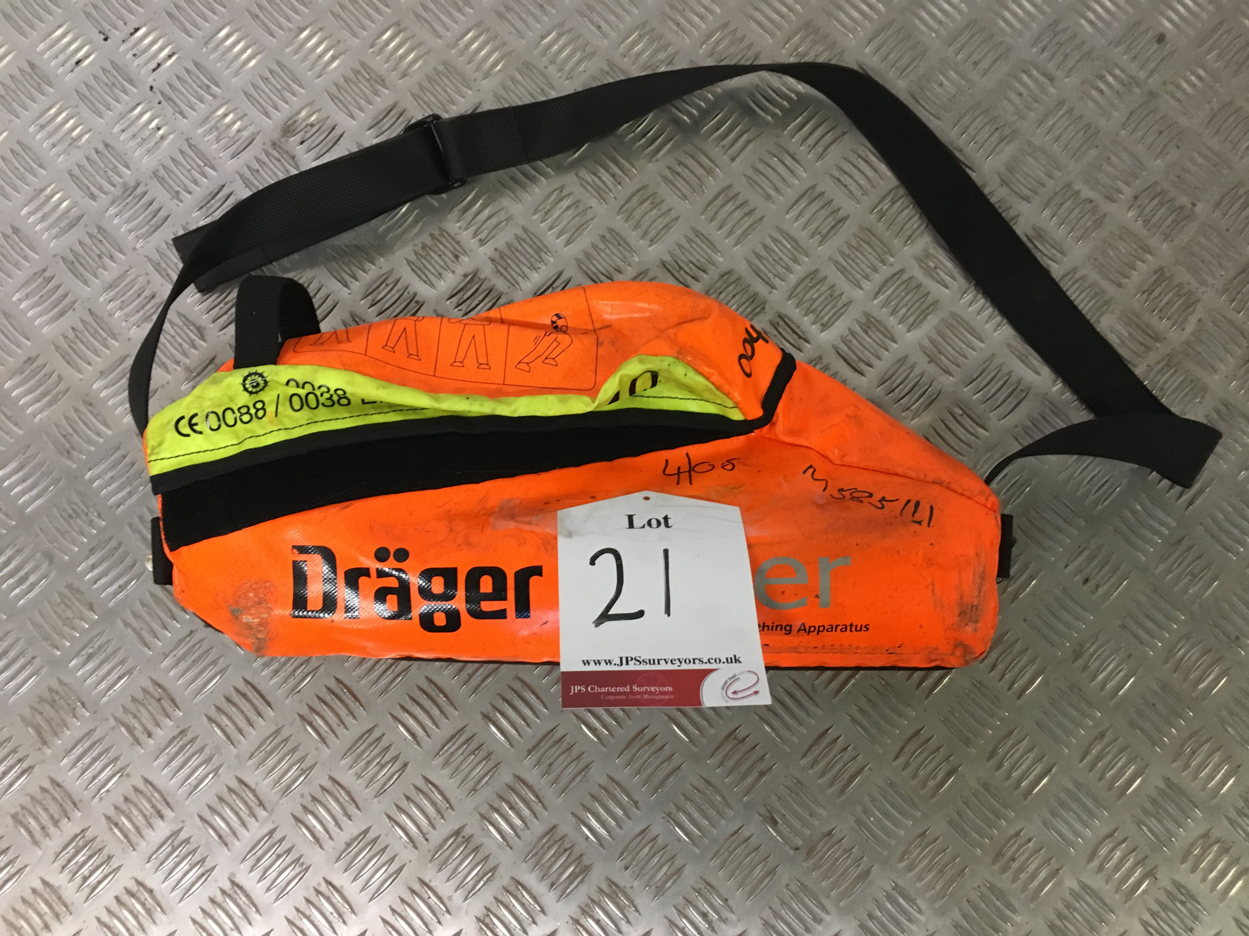 Lot 21 - Drager Escape Set