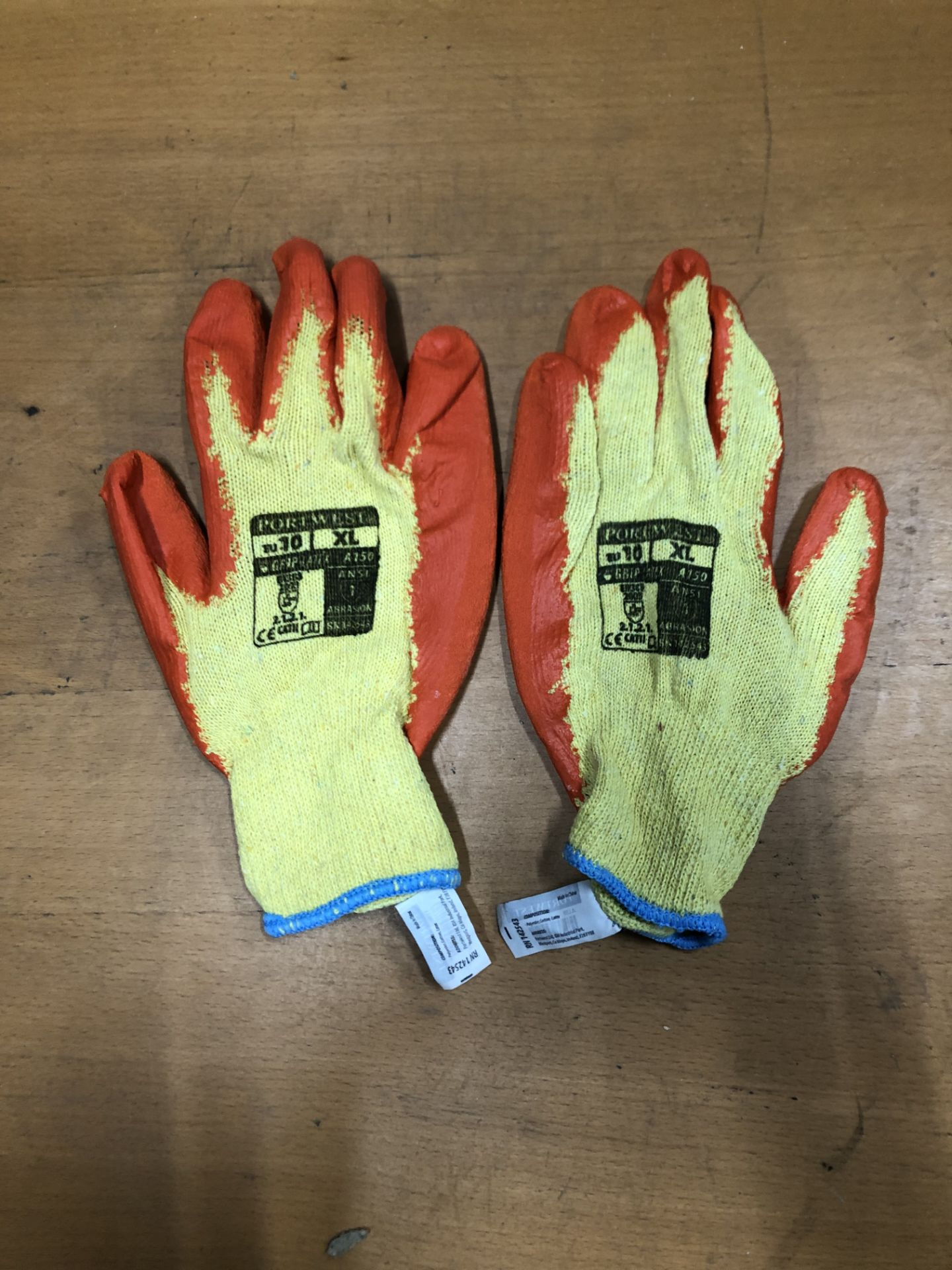 Lot 83 - 200+ Safety Gloves and Dust Masks | See Description | RRP £ 130