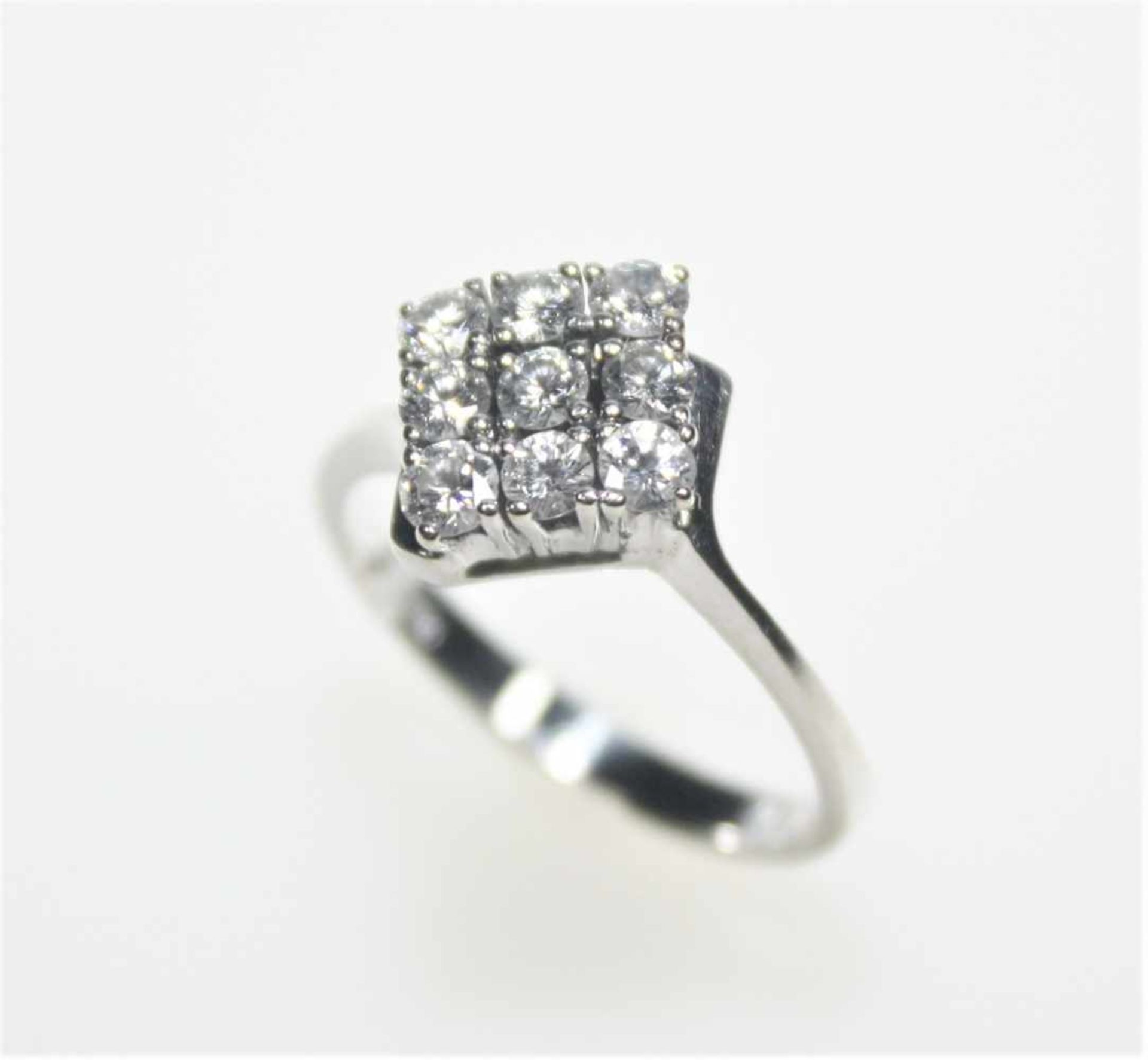 Los 51 - Weißgoldring 585/f gest., quadratischer Ringkopf mit neun Diamanten in Brillantschliff zus.ca. 0,