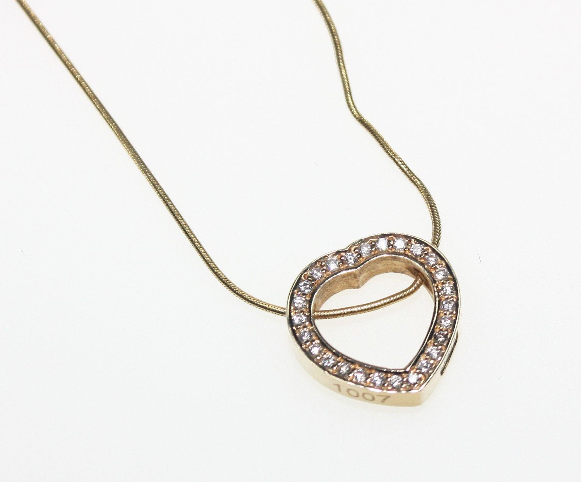 Los 23 - Zierliche Goldkette 585/f gest. mit offen gearbeitetem Herzanhänger 585/f gest. ausgefasst mit