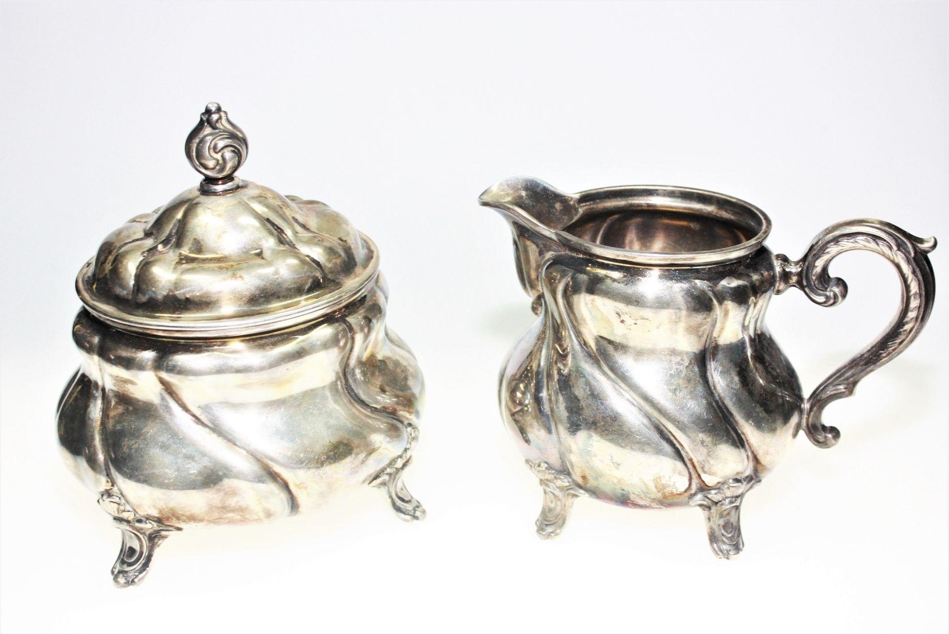 Tafelsilber 830/f gest.: 1 Milchkännchen, ca. 10 cm hoch, ca. 213,2 g 1 Zuckerdose mit Deckel, ca.