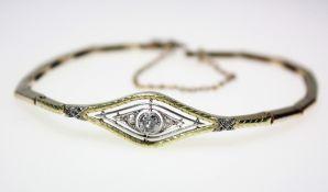 Schmales, älteres Goldarmband 585/f gest. teilweise mit weißer Aufsicht, in verstärktem Mittelteil