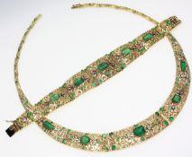 Ältere, handgearbeitete Garnitur 750/f gest mit Smaragden und Diamantrosen: 1 Collier im Verlauf, in