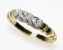 Goldene Armspange 750/f gest., weißgoldenes Mittelteil ausgefasst mit Diamanten in Brillantschliff