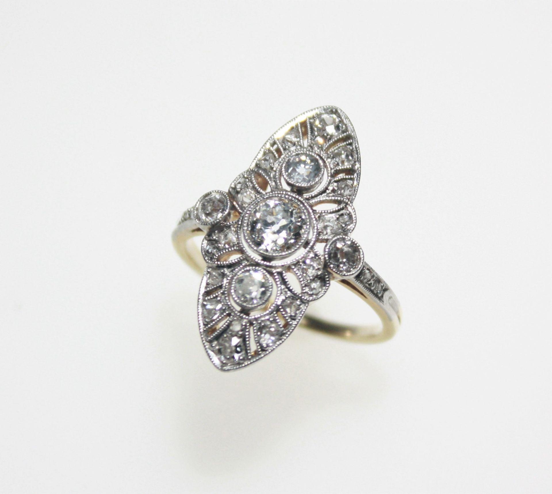 Älterer, goldener Ring mit weißer Aufsicht ca. 585/f, Art Deco, navette förmiger Ringkopf mit vier