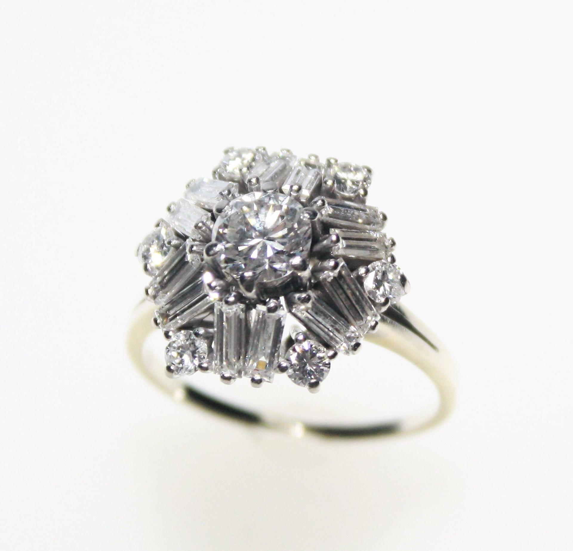 Weißgoldring 750/f gest., runder Ringkopf mit einem Diamanten in Brillantschliff ca. 0,70 ct in