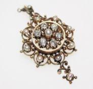 Älterer, goldener Broschanhänger ca. 500/f mit sechs Diamanten in Brillant-Uraltschliff zus. ca. 1,