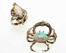 Goldenes Konvolut mit je einem ovalen Opal ca. 585/f:1 Brosche in für einer Krabbe, 9,4 g1 Ring