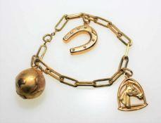 Goldenes Armband ca. 750/f mit drei Anhängern: Weltkugel, Hufeisen und Pferdekopf, ca. 19 cm lang.