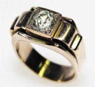 Älterer, goldener Ring ca. 585/f mit einem Diamantsolitär in Brillant-Altschliff ca. 1,65 ct in