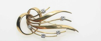 Goldene Brosche ca. 750/f, in Einzelfassungen fünf Diamanten in Brillantschliff zus.ca. 0,60 ct in