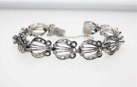 Älteres, silbernes Gliederarmband mit Diamanten in altem Achtkantschliff zus.ca. 0,90 ct Piqué und