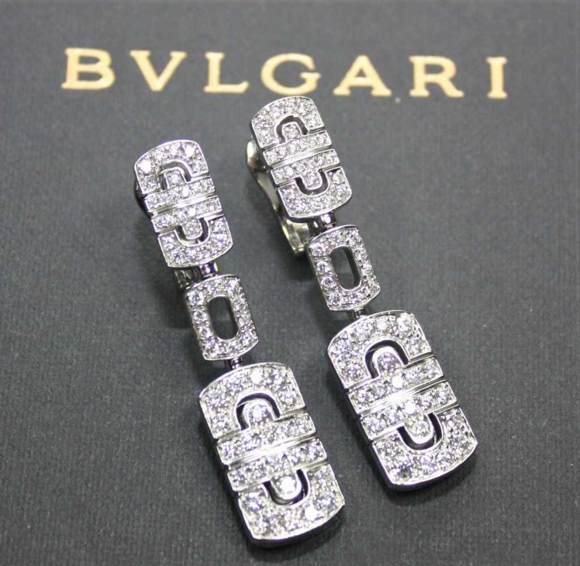 """Los 50 - Feine, weißgoldene Hängeohrringe signiert """"Bulgari"""", voll ausgefasst mit Diamanten in"""