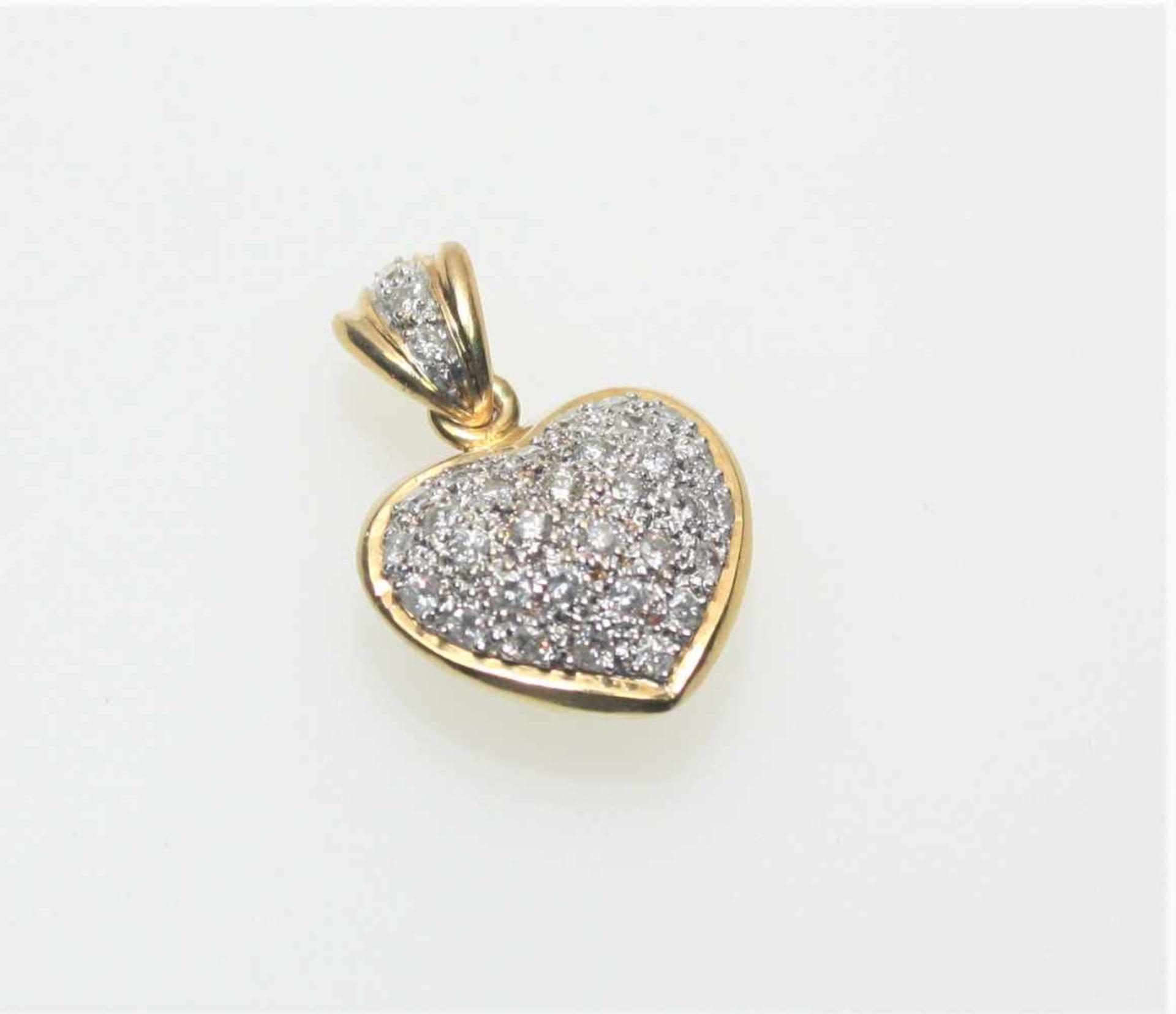 Kleiner Herzanhänger in Gelb- und Weißgold 750/f gest., paveé ausgefasst mit Diamanten in