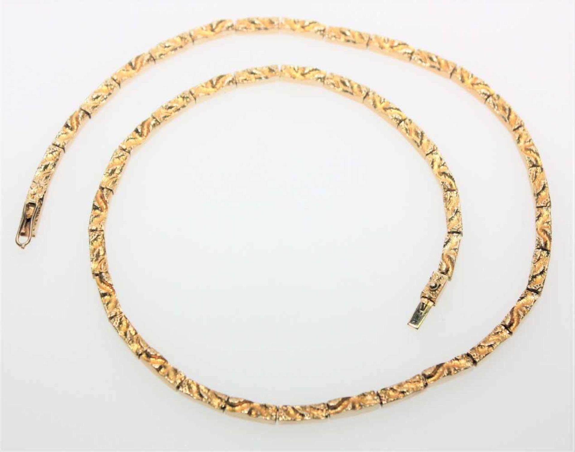 "Schmales, goldenes Gliedercollier 750/f gest. ""Lapponina"" ca. 42 cm lang, neuwertig.Brgw. 33,4 g"
