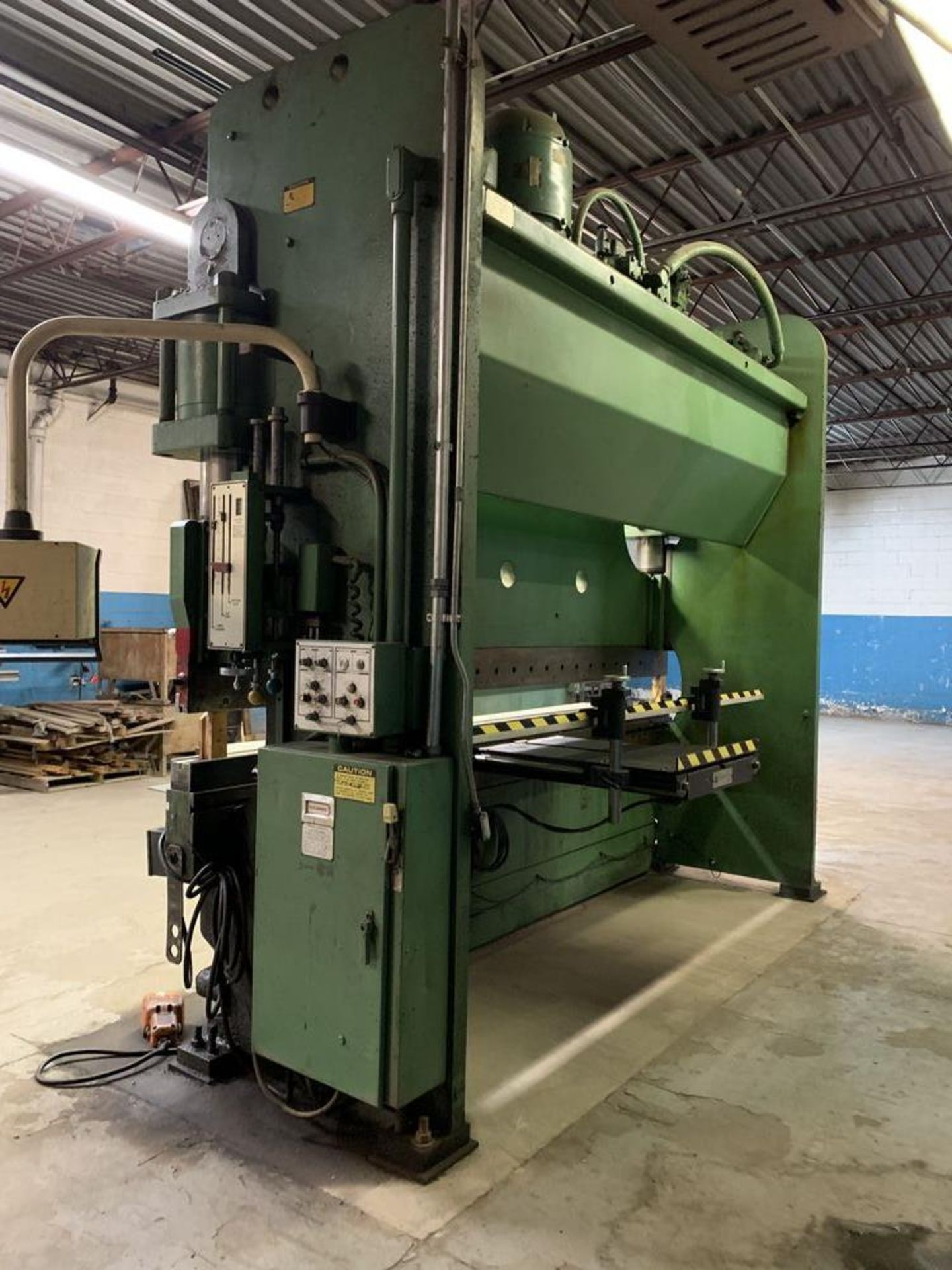 Lot 23 - 230 Ton Cincinnati 230CB 2-Axis CNC Press Brake, 12' OA, 10' BH, 2-Axis Hurco