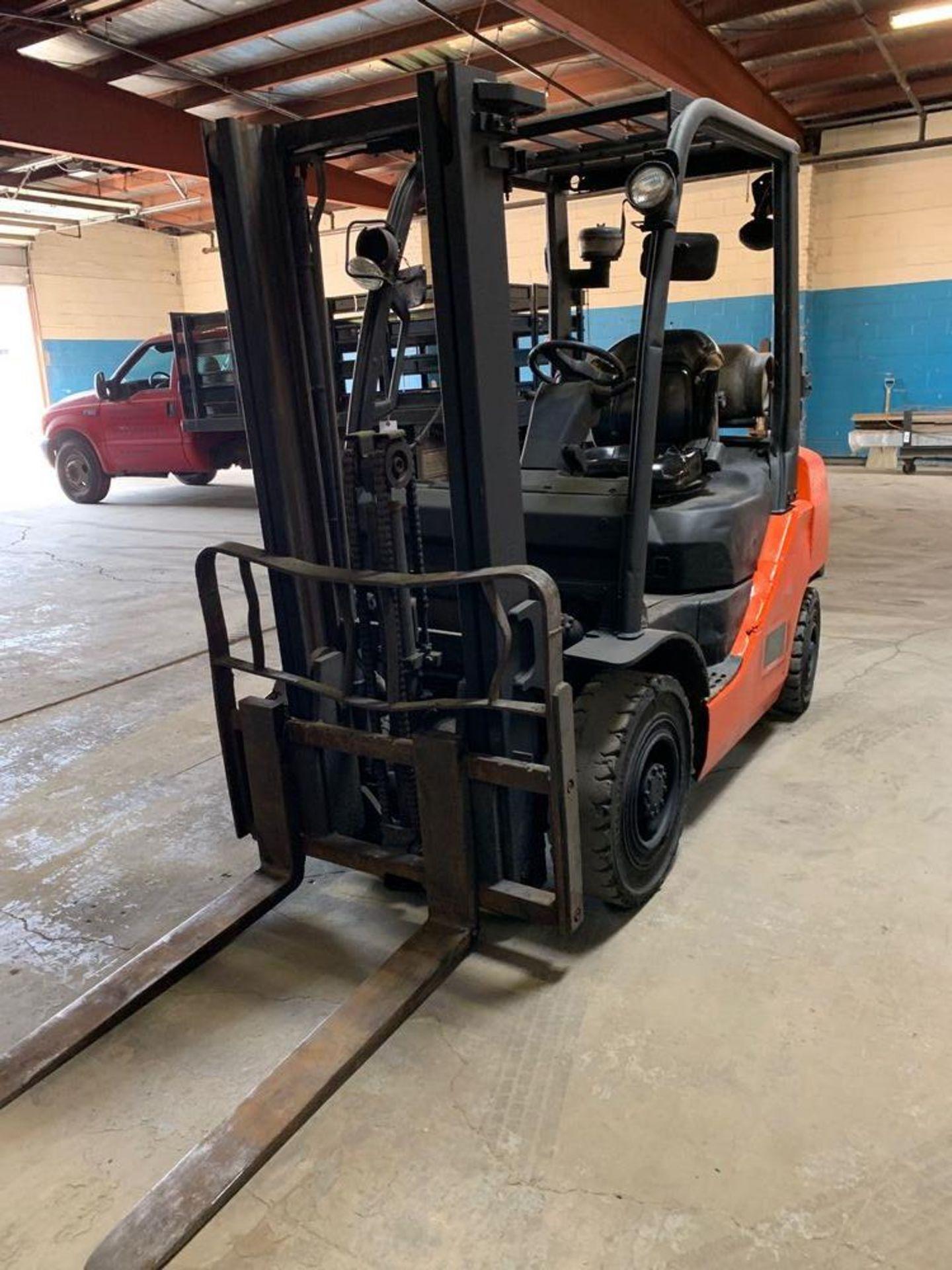 Lot 38 - 5,000 Totota Forklift Model 8FGU25, Propane Tank NOT Included, s/n: 12916
