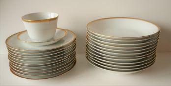 Service en porcelaine LORENZ HUTSCHEN REUTHER pour 12 personnes (assiettes à soupe, [...]