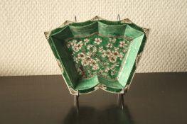 Vide poche en porcelaine de Chine à motifs d'un Bonzaï, milieu du XXe - Dimensions [...]