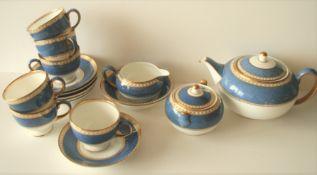 Ensemble d'un service à thé et autre vaisselle de la marque WEDGWOOD, porcelaine de [...]