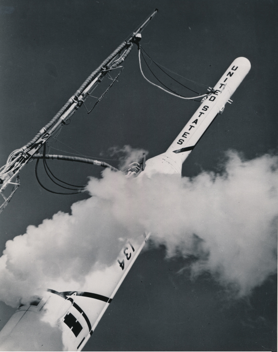 "Lot 14 - NASA : Fusée Thor. Mission ""THOR-ABLE II"". La fusée THOR-ABLE III lança le [...]"