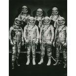 Lot 28 - Nasa. Rare. Photographie historique montrant la première équipe des astronautes [...]