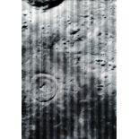 Lot 26 - Nasa. Vue du sol lunaire. Sonde Lunar Orbiter. Le programme LUNAR ORBITER a eu pour [...]