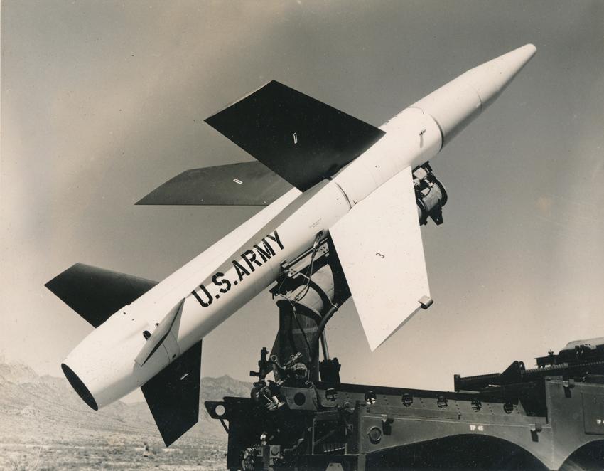 Lot 13 - NASA : US AIR FORCE, Lanceur de fusée mobile militaire LACROSSE le 31 mai 1957, [...]