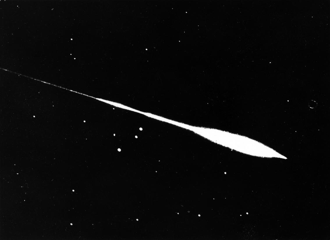 Lot 12 - NASA : Observation d'une comète au mois de juillet 1955. Tirage argentique d'époque [...]