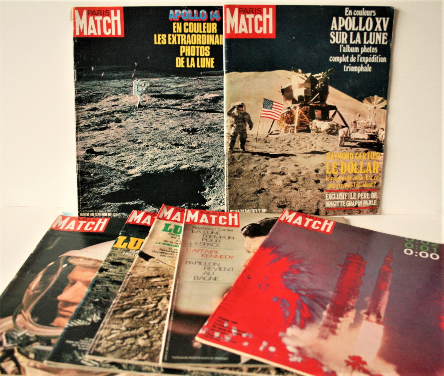 Lot 1 - Ensemble de 5 magazines PARIS-MATCH parus durant la mission APOLLO XI, du 19 juillet [...]
