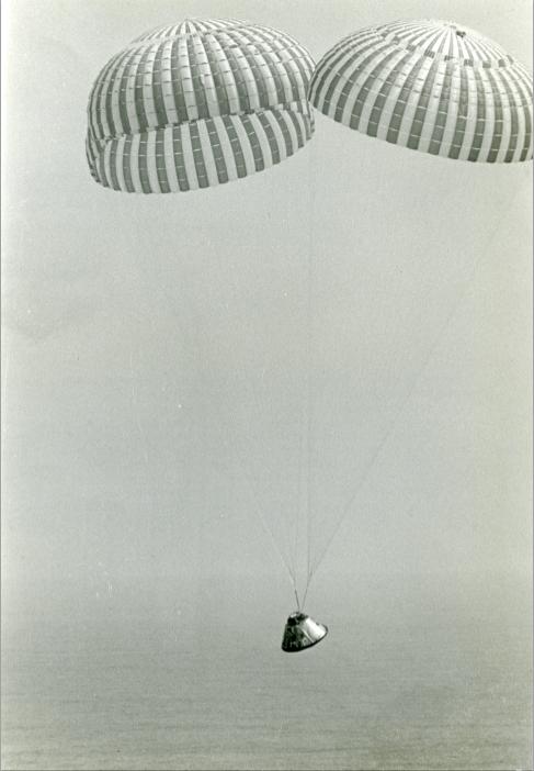 "Lot 31 - Nasa. Amerrissage (""Splashdown"") de la capsule de la mission APOLLO 9 avec à son [...]"